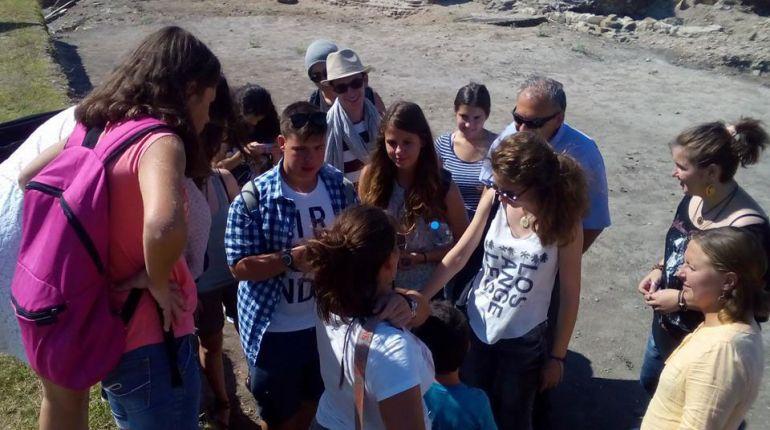 Участници по време на едно от кратките пътувания в рамките на Лятната школа